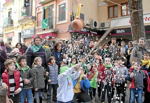 Celebración en la calle Oms de las efectividades de Sant Tianet.