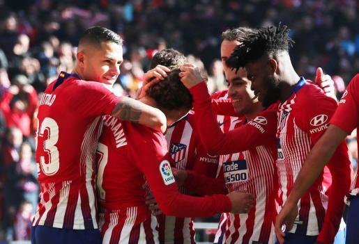 Los jugadores del Atlético de Madrid celebran el gol de Griezmann, este domingo en el Wanda Metropolitano.