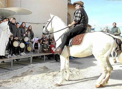 Los caballos protagonizaron una parte del desfile junto a otros animales.