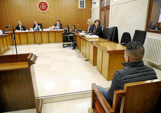 El hombre condenado, en el banquillo de la Audiencia Provincial.