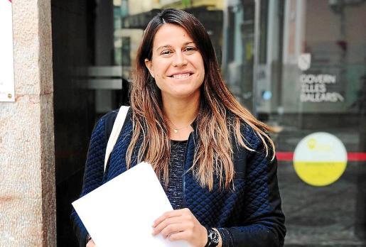 Àngela Amer, este jueves, tras registrar un documento en la Conselleria de Serveis Socials.