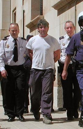 José Javier Salvador Calvo, cuando fue detenido en 2003 por el asesinato de su mujer.