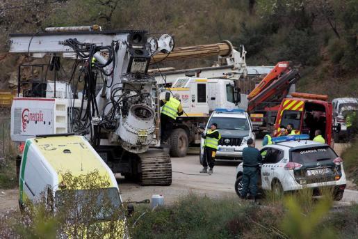 Llegada de maquinaria pesada que se incorpora a los trabajos de rescate de Julen.