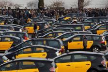 La principal asoociación del taxi de Barcelona convoca huelga indefinida