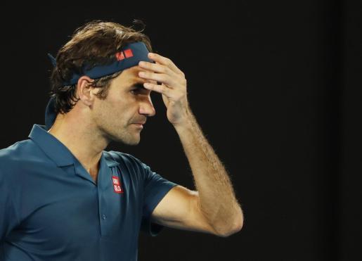 Roger Federer, en una imagen captada esta pasada madrugada en el partido ante Tsitsipas.