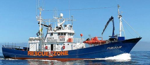 El 'Aita Mari', atracado en Zarauz, tiene capacidad para alojar a bordo a 140 refugiados .