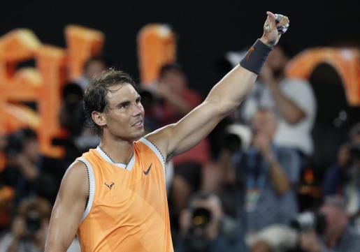 Rafael Nadal celebra su victoria sobre Frances Tiafoe en los cuartos de final del Open de Australia.