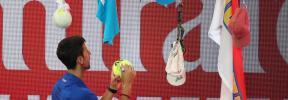 Djokovic aprovecha la retirada de Nishikori y buscará la final en Melbourne ante Pouille