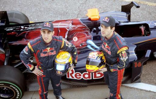 Los pilotos Jaime Alguersuari (d), y Sebastien Buemi.