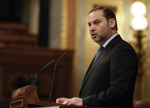 El ministro de Fomento, José Luis Ábalos, durante su intervención en el Pleno del Congreso el pasado martes, día en que quedó en suspenso el decreto ley sobre vivienda.