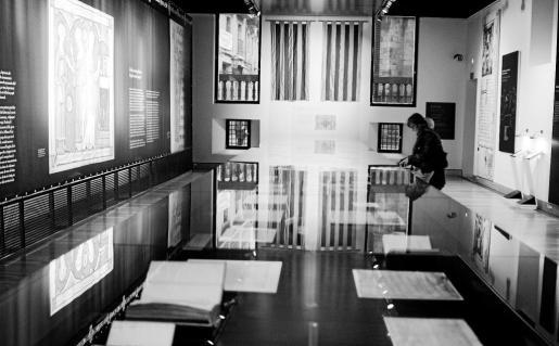 Vista general de una sala de la exposición, que se puede ver en el Palacio de los Virreyes de Barcelona.