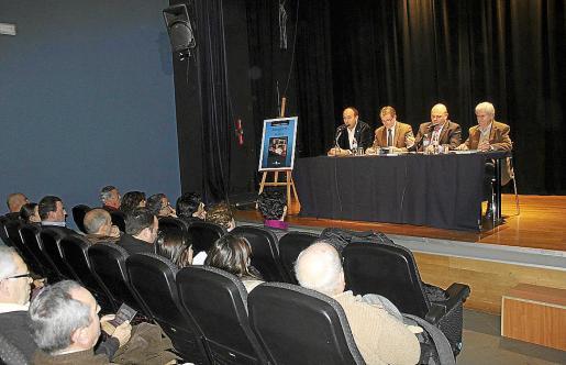 El público llenó la sala de conferencias de Sa Congregació durante la presentación.