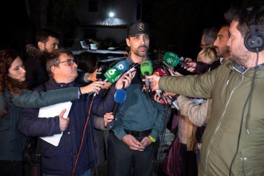 El portavoz de la Guardia Civil en Málaga, Jorge Martín, atiende a los medios mientras prosiguen con el rescate de Julen.