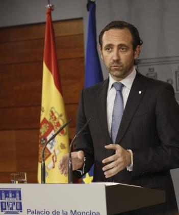 El expresidente de Baleares, José Ramón Bauzá, durante la rueda de prensa posterior a la reunión que mantuvo con el entonces presidente del Gobierno, Mariano Rajoy, en abril de 2015.