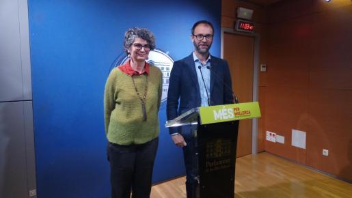 Agustina Vilaret y Miquel Gallardo, este lunes en el Parlament.