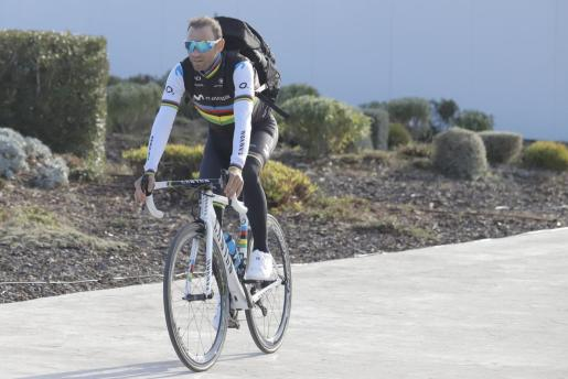 Alejandro Valverde, con su maillot arcoíris.