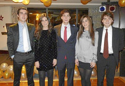 Román Llodrá, Alexandra Rodríguez, Alejandro e Isabel Pou Escarrer y Javier Llop cenaron en el hotel Meliá Palas Atenea y se animaron en la pista de baile.