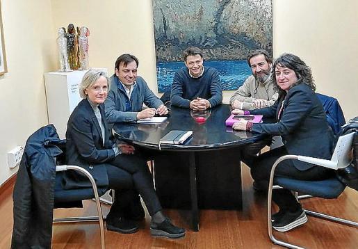 Reunión entre miembros del COAIB y del Consell.