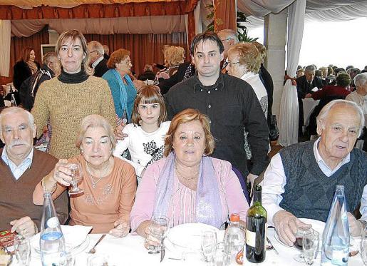 Santi Romero, Aina Romero, Antonia Pérez, Catalina Mayol, Margalida Nadal, José Pérez y José Romero.