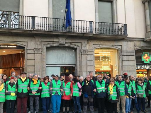 Manifestantes de la ANC ante la sede europea.