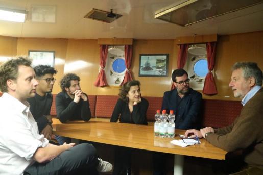 Fina Santiago y Antoni Noguera en el barco de la ONG Sea-Eye.