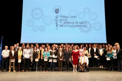 Premiados y autoridades en la clausura de la V Jornada de Salud de Baleares.