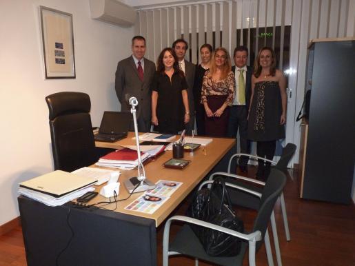 Joan Flaquer, Marisol Poveda, Nicolás Nadal, Antonia Moragues, Silvia Riera, Carlos Florit ,socio de los abogados, y Mabel Cabrer.