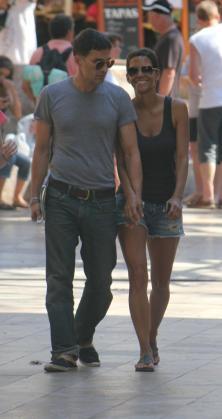 Halle Berry y Olivier Martínez, paseando este verano por Sóller.