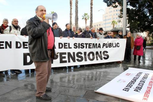 La Plaça d'Espanya ha servido de escenario a la concentración que se ha celebrado este sábado en Palma por unas pensiones más justas.