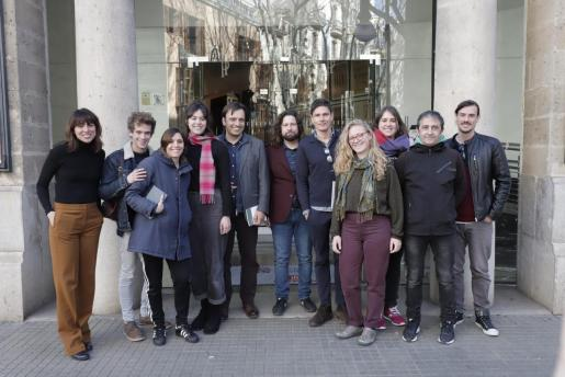 Sadurní Vergés, junto al elenco de la obra, miembros de la Conselleria y del Pricipal.