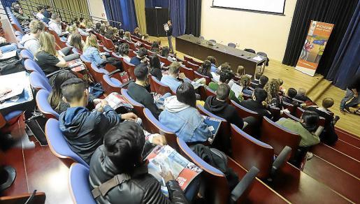 Un momento durante la presentación de este lunes para los alumnos de intercambio .