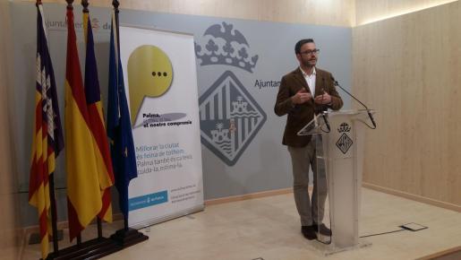 El edil socialista José Hila, durante una rueda de prensa en el Ayuntamiento de Palma.