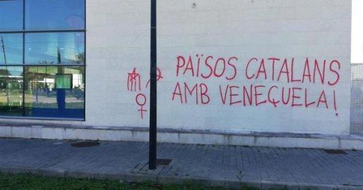 Pintada a favor de Venezuela en el metro de la UIB.