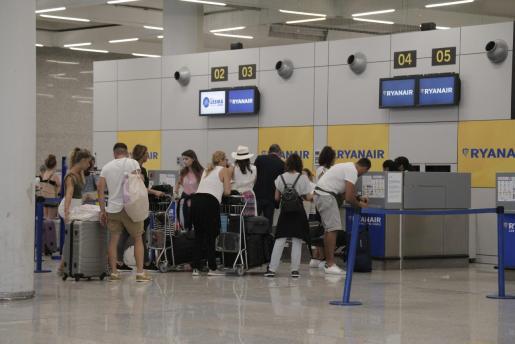 Mostradores de Ryanair en el aeropuerto de Son Sant Joan.