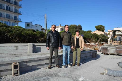 Salvador Ferrer y Llorenç Galmés en las obras del mirador.