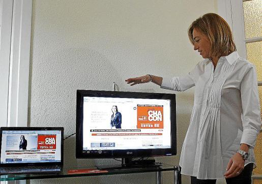Chacón presentó ayer su página web en la sede de su candidatura.