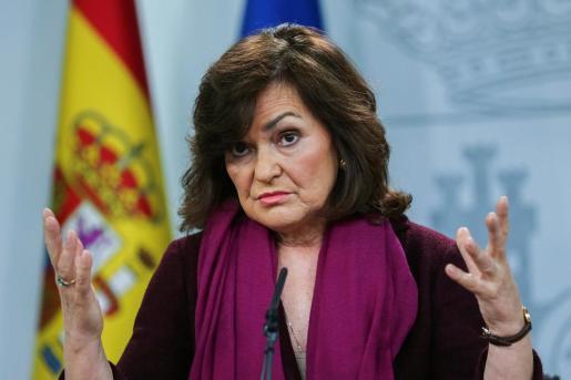 La vicepresidenta del Gobierno, Carmen Calvo, durante la comparecencia de prensa en el Palacio de la Moncloa.
