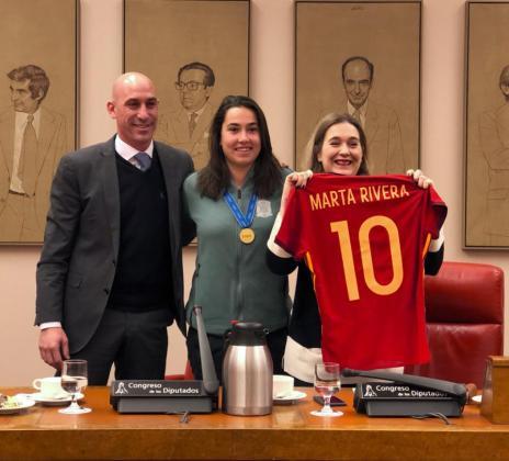 La capitana mallorquina ha encabezado la delegación de las campeonas del mundo en el Congreso de los Diputados.