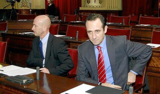 El pulso entre Antoni Pastor y José Ramón Bauzá puede acabar con la expulsión del partido del alcalde de Manacor.