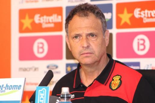 El entrenador del Real Mallorca, Joaquín Caparrós, en rueda de prensa.
