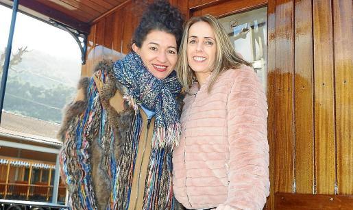 Carol (izquierda) y Cati, unos días después de conocer que este año ostentarán el codiciado cargo.