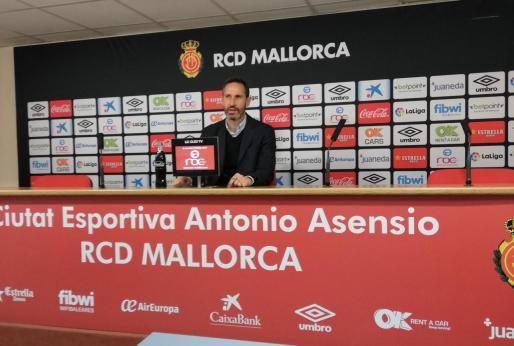 Vicente Moreno, entrenador del Mallorca, durante la rueda de prensa que ha ofrecido hoy en Son Bibiloni.