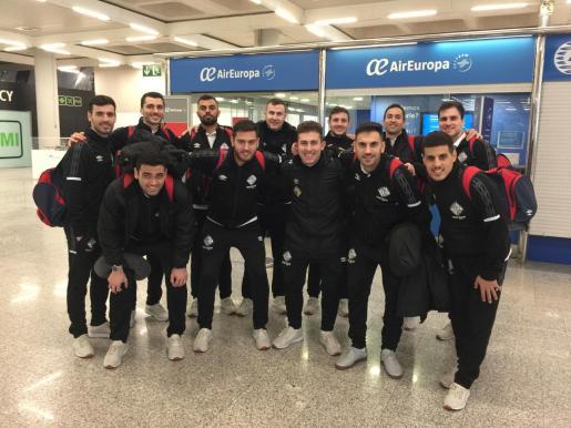 Imagen de la expedición del Palma Futsal que ha viajado a Valdepeñas para afrontar su compromiso de la Primera División de fútbol sala.