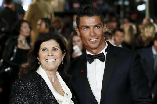 Dolores Aveiro junto a su hijo Cristiano Ronaldo, en una imagen de archivo.