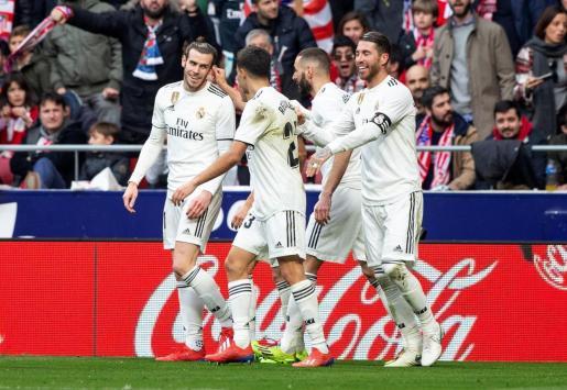El delantero galés del Real Madrid Gareth Bale celebra el tercer gol de su equipo ante el Atlético de Madrid.