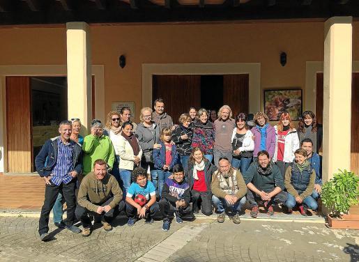 Los voluntarios, pieza clave en el éxito de los programas de conservación del buitre negro, se han reunido en la sede de la entidad en Campanet, donde se abordaron muchos temas de interés de cara a la campaña de nidificación que se inicia en el presente mes.