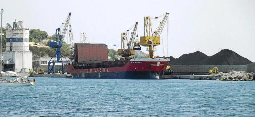 La nueva planta de almacenaje y distribución de cemento se construirá en el muelle de ribera del puerto de Alcúdia.