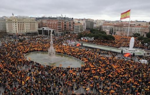 Miles de personas se concentración en Madrid convocados por PP, Ciudadanos y Vox.