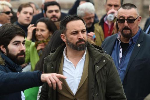 El presidente de Vox, Santiago Abascal, a su llegada a la concentración convocada por su partido, el PP y Ciudadanos este domingo en la plaza de Colón de Madrid.