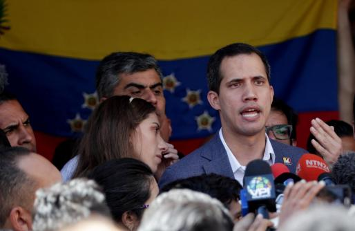 El jefe del Parlamento venezolano, Juan Guaidó después de asistir a una misa este domingo.